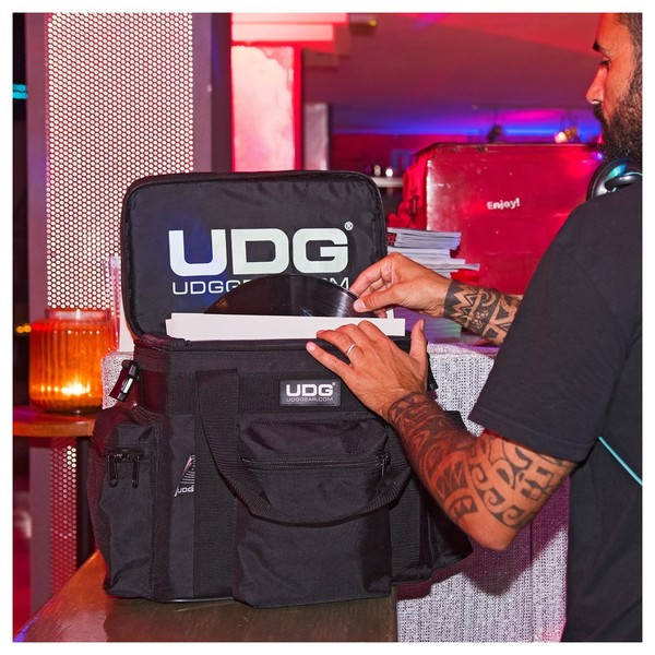 UDG Ultimate SoftBag LP 60 Small Black - Lifestyle 2
