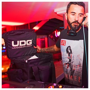 UDG Slanted Vinyl Record Bag - Lifestyle 2
