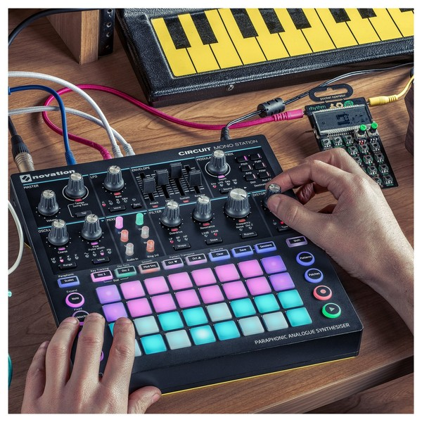 Novation Circuit Mono Station - Lifestyle 1