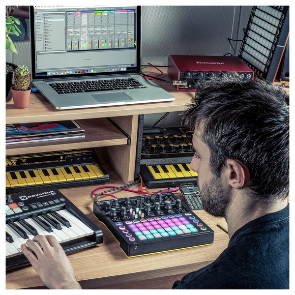 Novation Circuit Mono Station - Lifestyle 4