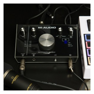 M-Audio M-Track 2x2M Audio Interface With SZ-7080 Headphones - Lifestyle 5