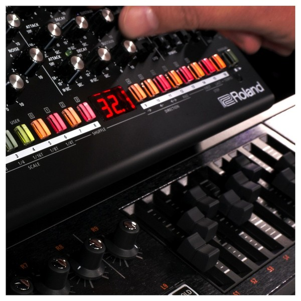 Roland SE-02 Analogue Synthesizer - Detail