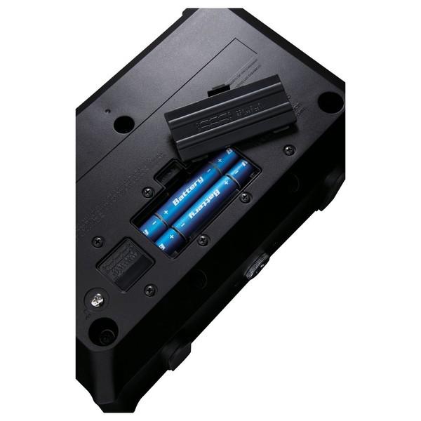 Roland MOBILE AC Acoustic Chorus Guitar Amp Battery Compartment