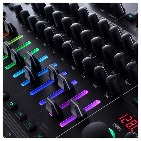 Roland AIRA TR-8S Rhythm Performer - Detail