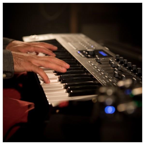 Arturia Keylab 61 MKII, Black - Lifestyle Concert 2
