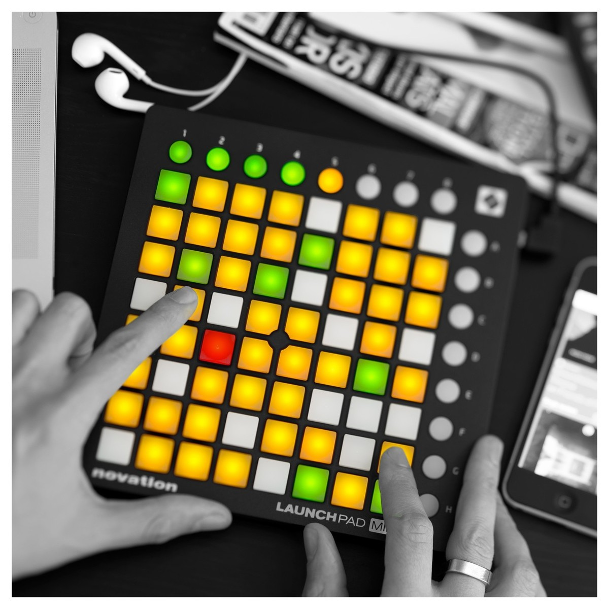 novation launchpad mini mk2 grid software controller at gear4music. Black Bedroom Furniture Sets. Home Design Ideas