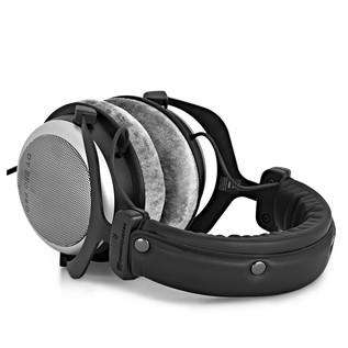 Beyerdynamic DT 880 Pro Headphones, 250 Ohms top