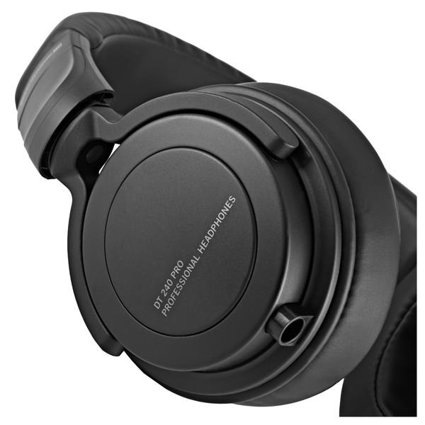 Beyerdynamic DT 240 PRO Dynamic Headphones close