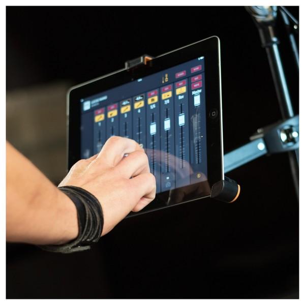 HK Audio LUCAS Nano 608i PA System, iPad App in Use