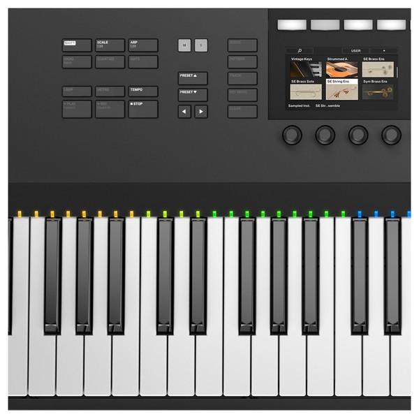 Native Instruments Komplete Kontrol S88 MK2 - Interface Close Up 1