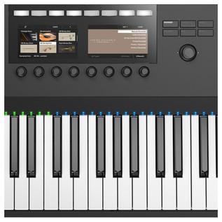 Native Instruments Komplete Kontrol S88 MK2 - Interface Close Up 2