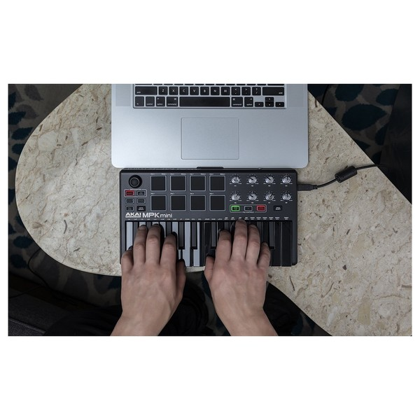 Akai MPK Mini Lifestyle 2
