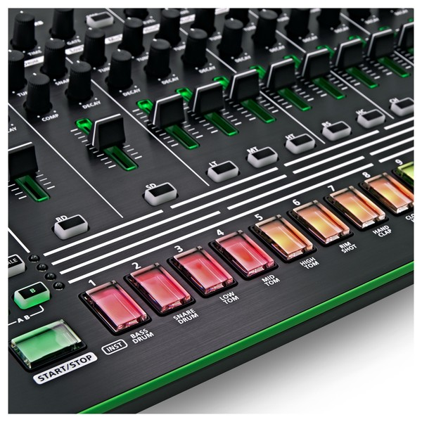 Roland AIRA TR-8 Rhythm Performer close