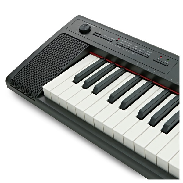 Yamaha Piaggero NP32 Portable Digital Piano, Black  close
