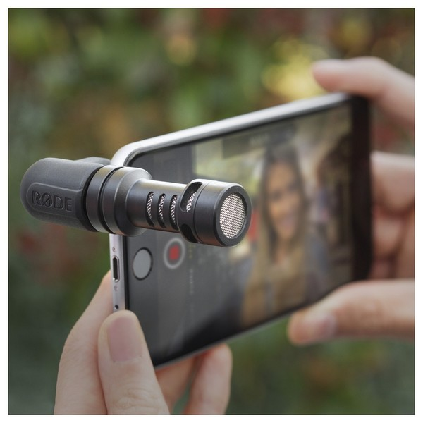 Rode VideoMic Me Microphone for iPhone and iPad - Lifestyle 1