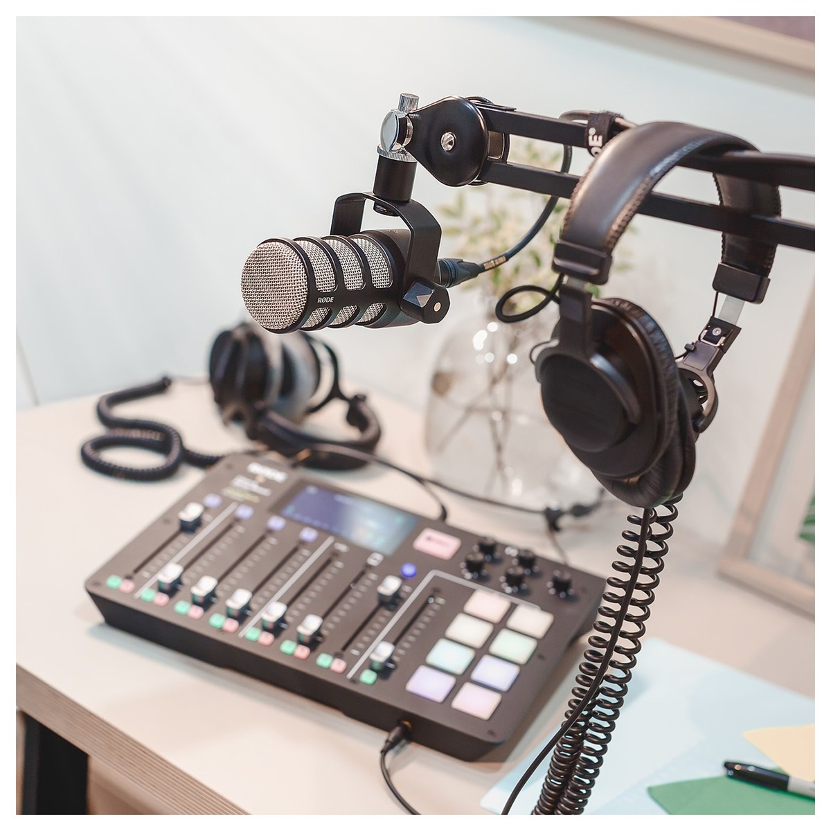 rode podmic dynamic podcasting microphone at gear4music. Black Bedroom Furniture Sets. Home Design Ideas